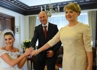 Maria Basescu sarbatoreste ziua numelui la mare, cu familia