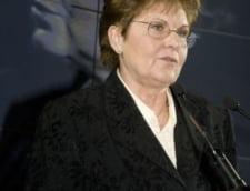 Mariana Campeanu isi consiliaza pensionarii din colegiu