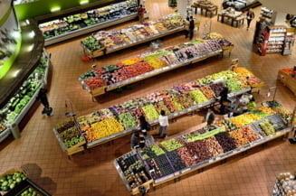 Marile magazine iau masuri pentru a evita aglomeratia de saptamana viitoare. Ce program vor avea in localitatile aflate in scenariul rosu