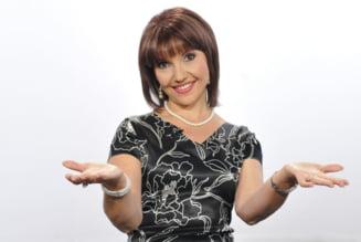 Marina Almasan sare la gatul Mihaelei Radulescu