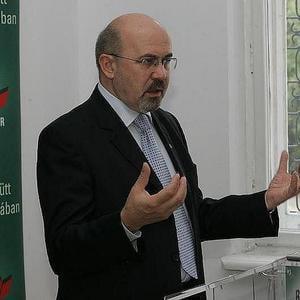 Marko Bela: Nu e normal ca un ministru sa stea calare pe doua portofolii