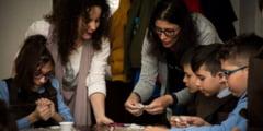 Martisoare pentru fiinta draga confectionate manual de copii reghineni