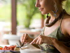 Masa la ore fixe previne obezitatea