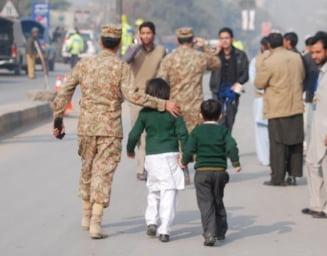 Masacru intr-o scoala din Pakistan - Peste 130 de elevi si profesori ucisi