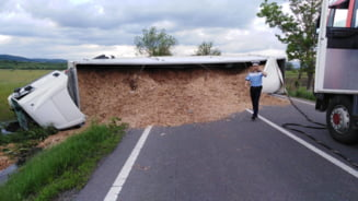 Masina ambasadei Albaniei a fost implicata intr-un grav accident: doi oameni au murit
