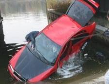 Masina cazuta in lac, in Calarasi - soferul a murit
