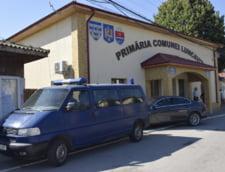 Masina jandarmeriei, in fata Primariei Luncavita