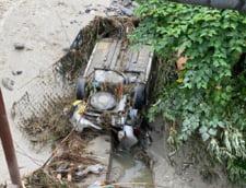 Masina luata de viitura la Sinaia