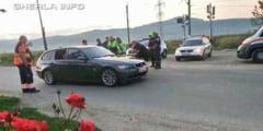 Masina parcata SUSPECT pe mijlocul drumului la Gherla. Inauntru, toti erau inconstienti - VIDEO