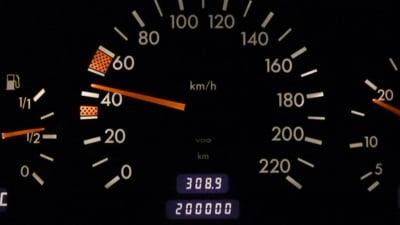 Masinile Dacia si Renault nu vor mai putea depasi limitele legale de viteza. Primul model pe care va fi implementat sistemul standard