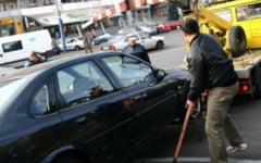 """Masinile parcate neregulamentar, ridicate doar in cazuri de forta majora la solicitarea politiei rutiere. Soferii: """"Va fi haos in Craiova"""""""