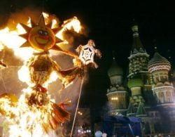 Maslenita: Rusii au preparat clatite in Piata Rosie