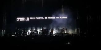 Massive Attack a facut show la Bucuresti cu mesaje politice. Publicul a scandat impotriva PSD (Video)