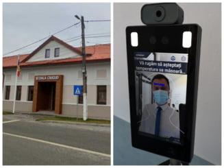 """Masuri speciale la scoala """"smart"""" din Ciugud: sistem de recunoastere faciala care poate lua temperatura si detecteaza lipsa mastii"""