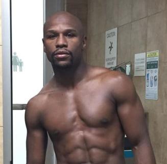 Mayweather vrea sa lupte cu omul care l-a invins pe McGregor pentru cea mai mare bursa din istoria boxului