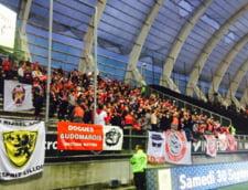 Meci suspendat in Franta, dupa ce tribuna unui stadion de Ligue 1 a cedat, iar zeci de fani au fost raniti (Video)