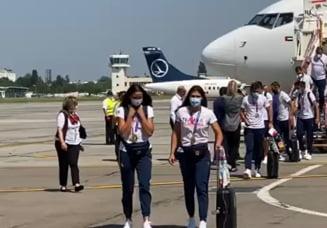 Medaliații de la canotaj s-au întors în țară de la Jocurile Olimpice. Sportivii au fost așteptați cu flori pe aeroport VIDEO