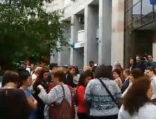 Medicii de familie protesteaza in fata Casei de Sanatate: Nu vrem sa murim de inima in fata unor calculatoare (Video)