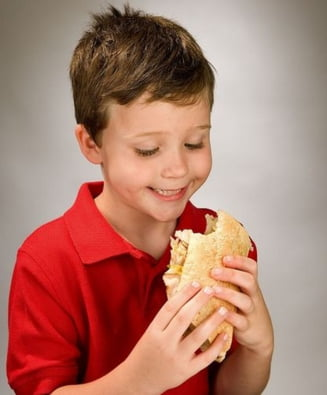 Medicii sunt ingrijorati ca inchiderea scolilor agraveaza fenomenul obezitatii infantile