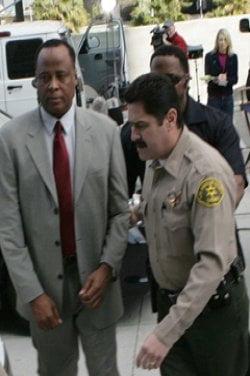 Medicul lui Michael Jackson ar putea sa nu stea la inchisoare
