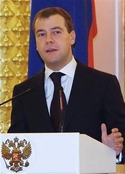 Medvedev i-a invitat pe Voronin si pe Iuscenko la summit-ul de sambata