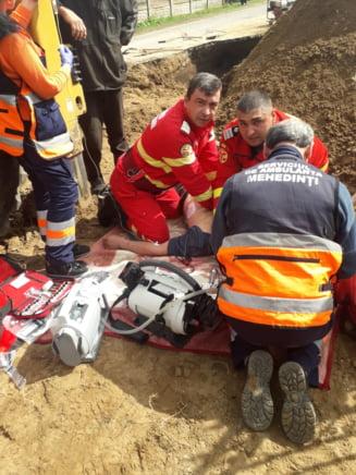 Mehedinti: Doi muncitori au fost prinsi sub un mal de pamant, unul nu a mai putut fi salvat
