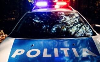 Mehedinti: Focuri de arma pentru prinderea unui urmarit national care nu s-a oprit la somatia politistilor