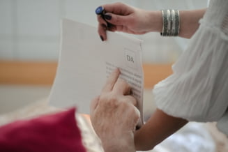 Membrii unei sectii de votare ar fi refuzat sa mearga cu urna mobila la pacientii infectati cu COVID-19