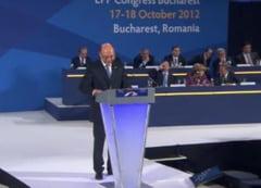 Merkel il lauda pe Basescu, la Congresul PPE: Nu-i este teama sa se gandeasca la viitor