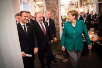 Merkel si Macron l-au felicitat cu intarziere pe Putin: Ii cer sa continue dialogul si reformele in Rusia