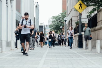 Mersul pe jos cu 15 minute in plus pe zi ar putea stimula economia mondiala