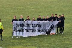 Mesaj in memoria lui Adi Barar, afisat de fotbalistii politehnicii inaintea meciului cu Pandurii Targu Jiu