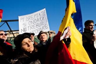 """Mesaje USL anti-Basescu: """"Vreau demiterea pentru ca mi-a umilit familia"""""""