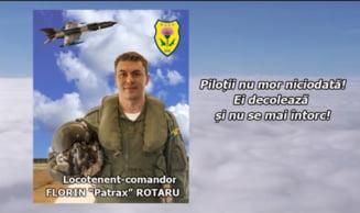 """Mesajele colegilor pilotului avionului MiG 21, care a murit dupa ce s-a prabusit la un show aviatic: """"E un erou!"""""""