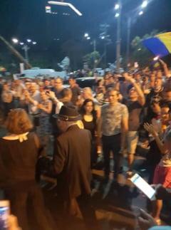 Mesajul lui Mihai Sora pentru protestatari, dupa ce a scapat cu bine din Piata Victoriei