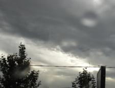 Meteo: Cod galben de ploi si ninsori, cod portocaliu de inundatii in 5 judete