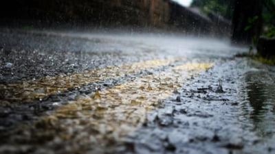 Meteorologii anunta noi furtuni. Judetele aflate sub avertizare de cod portocaliu. Tulcea, sub cod rosu de ploi torentiale