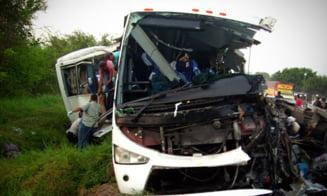 Mexic: Autocar prabusit intr-o prapastie de 40 de metri - cel putin 14 morti si 20 de raniti