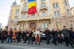 Mica Unire: Boc s-a prins in hora cu prefectul si mitropolitul Clujului
