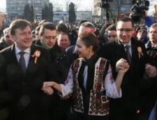 Mica Unire: Politicienii dau buluc la Iasi, protestatarii le arata morcovul