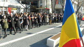 Mica Unire, sarbatorita de oficialitati la statuia Domnitorului Cuza din Slatina