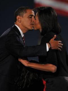 Michelle si Barack Obama, mereu indragostiti (Galerie foto)