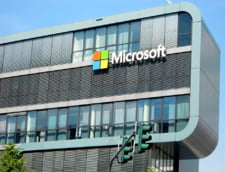 Microsoft a depasit Apple pe bursa, o premiera dupa 8 ani