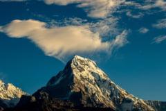 Mierea halucinogena, pentru care locuitorii Nepalului escaladeaza stanci de-ti ingheata sangele in vine