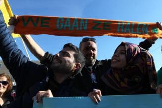 Migrantii se aduna in numar tot mai mare langa Salonic, in speranta ca vor putea trece frontiera