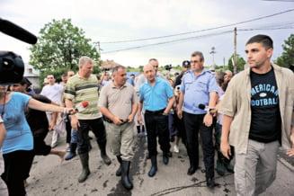 "Mihaita Calimente: Basescu se crede Moise, ""doamna blonda"" are cizme D&G"