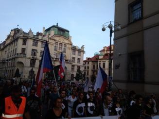 Mii de cehi exasperati au iesit in strada la Praga: La 30 de ani dupa caderea regimului tot comunistii sunt la putere