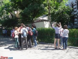 Mii de elevi incep scoala in cladiri vechi, neautorizate, fara apa si cu toaleta in curte