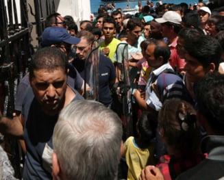 Mii de imigranti au rupt cordoanele de politie si au patruns in Macedonia