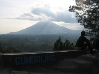 Mii de indonezieni evacuati din calea vulcanului Sinabung